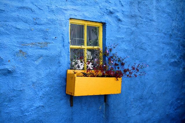 Blue-yellow-house-wall-3283e0-fbc034