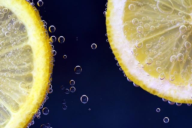 Lemon Under Water