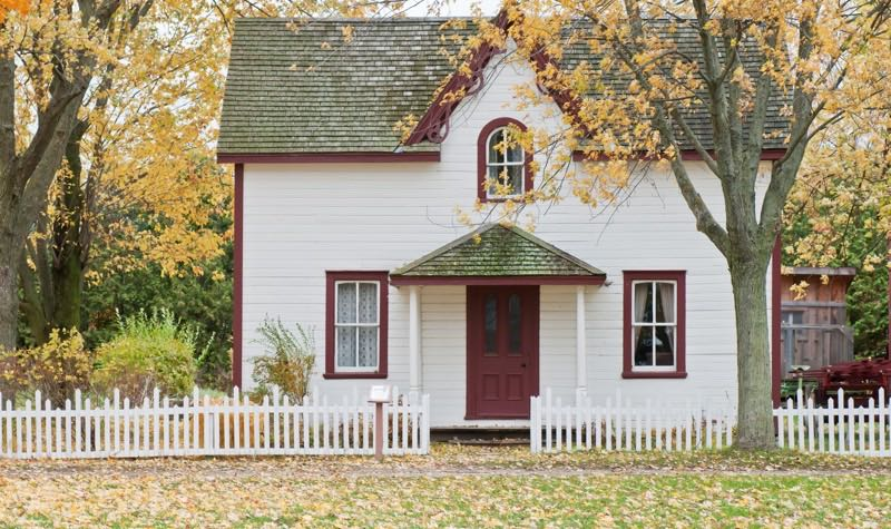 Beautiful cottage just before the advent of fall