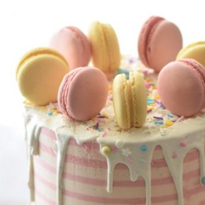 Pastel Cake with Macaroons