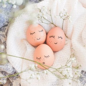 Sleeping eggs in a basket