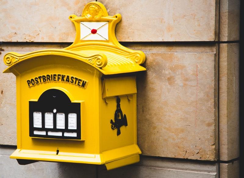 Yellow Postbriefkasten